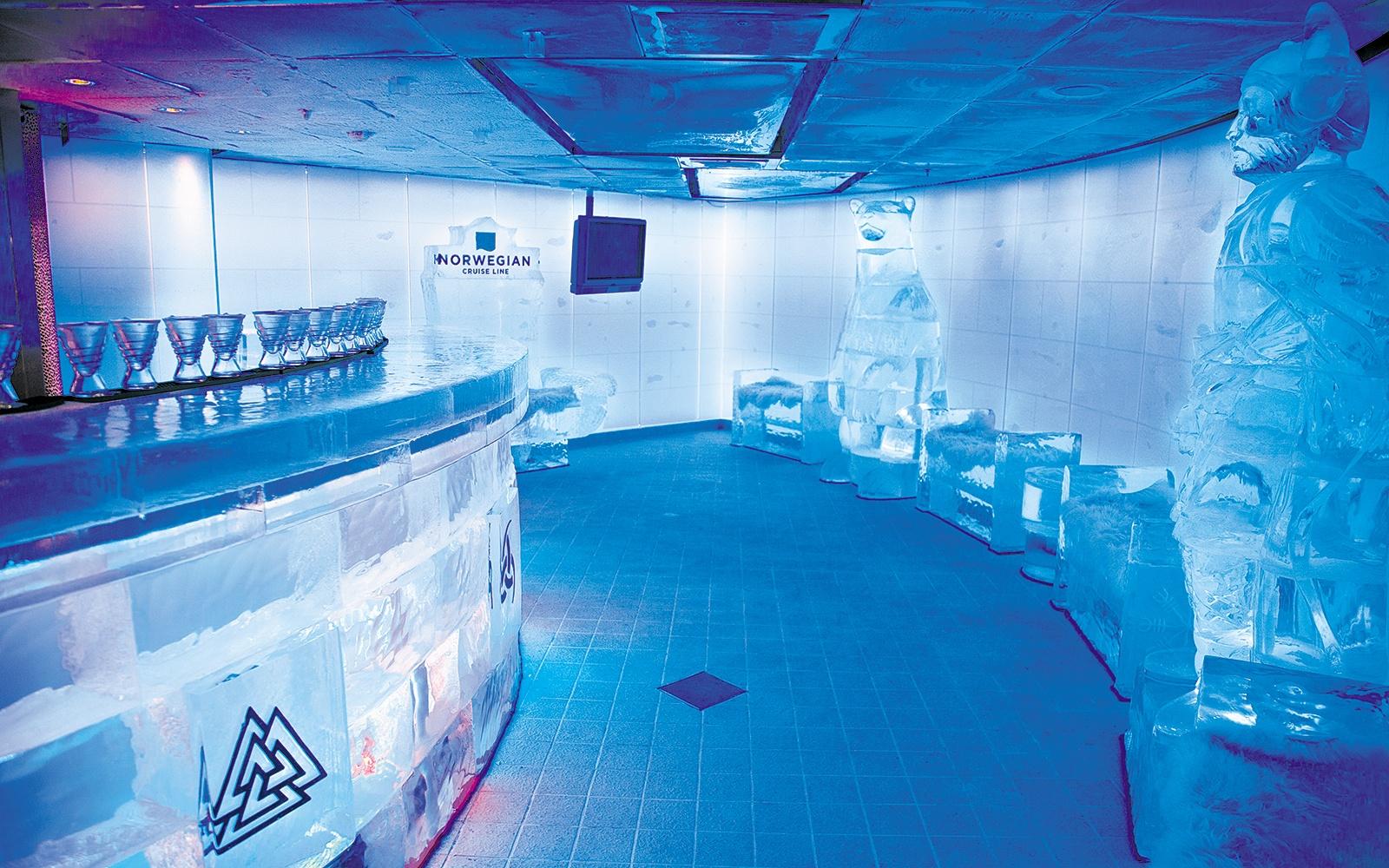 cruise0315-svedka-ice-bar